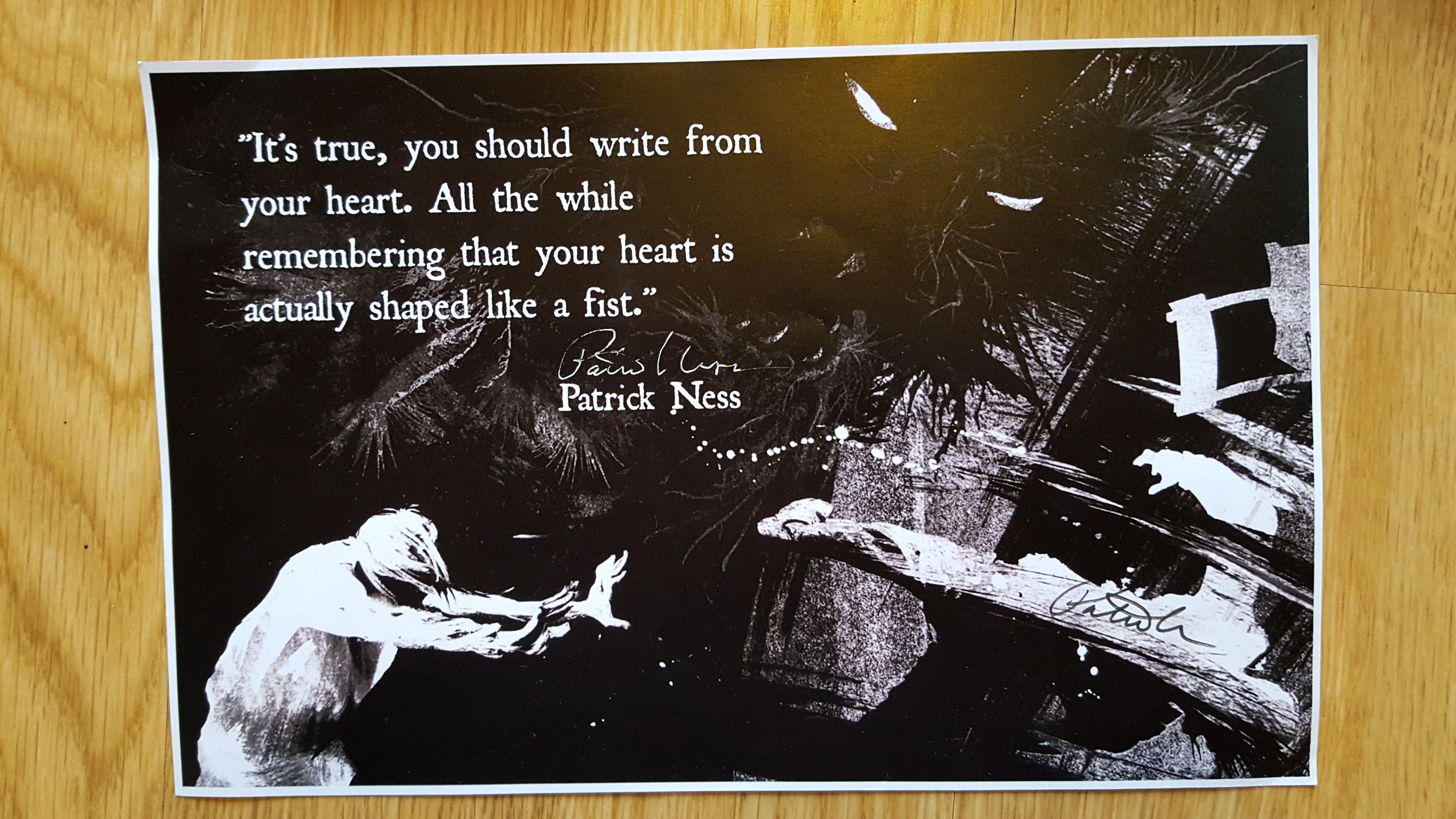 Signeret Twitter-citat om at skrive fra hjertet. Det skal hænge på mit kontor. Jeg har nul procent fangirl-cool. Men helt ærligt. Det er sådan et fint citat.